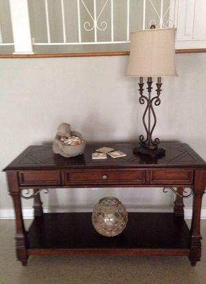 Wood entry/console/sofa table. Excellent condition. for Sale in West Palm Beach, FL