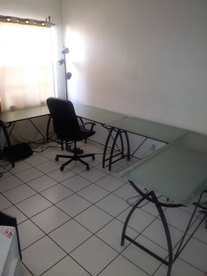 L-shaped hone office corner desk for Sale in North Miami Beach, FL
