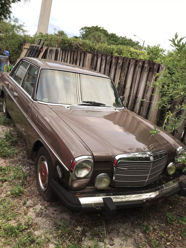 MERCEDES DIESEL 300D, STARTS AND RUNS, BUT NEEDS BODY WORK, PLEASE DO NOT ASK, IF IT HAS RUST, ITS A 1978.