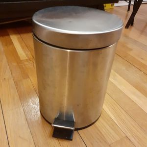 Small Garbage Can for Sale in Brooklyn, NY