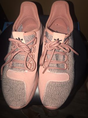 (NEW) Women tubular adidas size 7 for Sale in Hapeville, GA