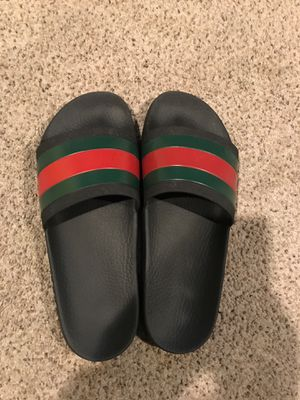 MENS GUCCI FLIP FLOPS for Sale in Chelsea, MA