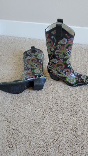 Western Chief Womens Boots. Rain boots in a cowgirl style with paisley print. Like new. for Sale in Lake Stevens, WA
