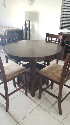 Breakfast table, with 4 chairs. Has leaf, 150$ for Sale in Homestead, FL