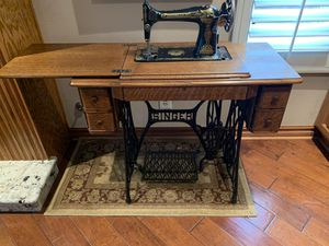 Singer sewing machine for Sale in Claremont, CA