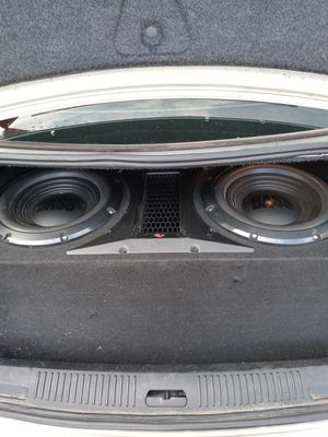 """2 12"""" infinty subwoofer and a 1000 watt amp. All the wires are available. Amp will need some new screws. for Sale in Waco, TX"""