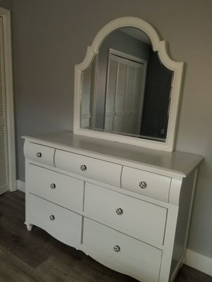 White dresser with mirror and night stand for Sale in Miami, FL