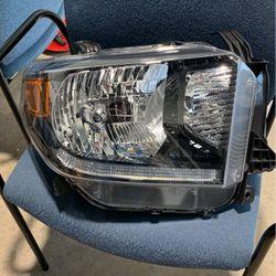 2021 Tundra Halogen Headlight OEM Set for Sale in San Antonio,  TX