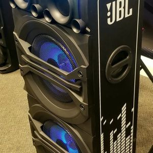 """JBL DJ EXPERT. Two 12"""" woofers. Connect two bluetooths. Sound effects. AUX and USB inputs. Party lights RGB. Microphone inputs. for Sale in Miami Shores, FL"""