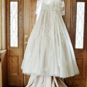 Wedding Dress, Size 16, Color Off White for Sale in Westfield, MA