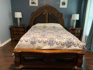 Queen bedroom set without mattress for Sale in Riverview, FL