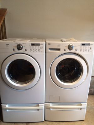 LG Tromm washer dryer set with pedestals for Sale in Waterford, VA