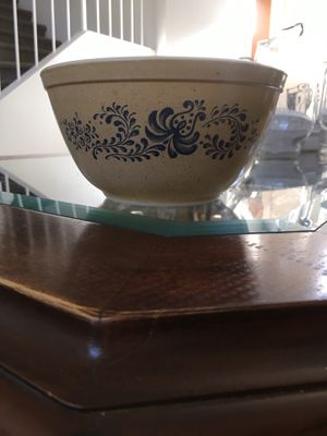 """Vintage ceramic 7"""" PYREX Mixing BOWL #402 . HOMESTEAD pattern. 1-1/2 Quarts. for Sale in Rialto, CA"""