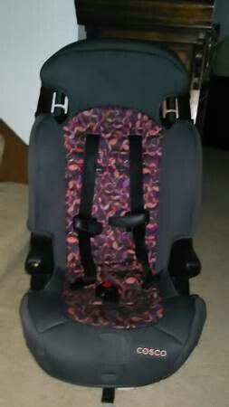 Toddler booster car seat! Only a year old! excellent shape for Sale in Toledo, OH