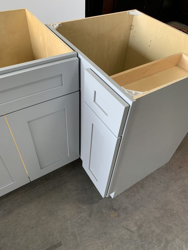 ALL SIZES SHAKER GREY/WHITE KITCHEN CABINETS for Sale in ...