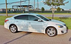 Automatic2O12 Nissan Altima SV like new:$1200 for Sale in Washington, DC