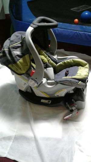 Graco baby car seat with base great condition for Sale in Orion charter Township, MI