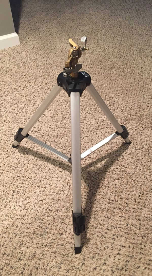 Deluxe Pulsating Sprinkler with Tripod