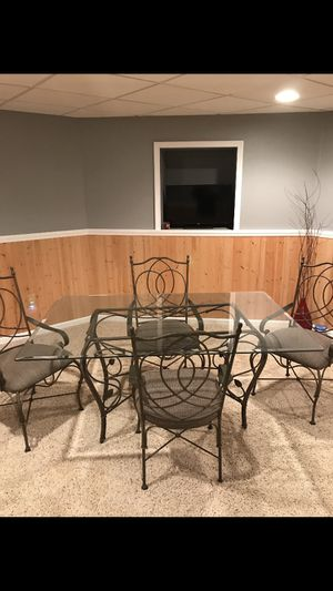 Table and Chairs (kitchen/dining) for Sale in St. Louis, MO