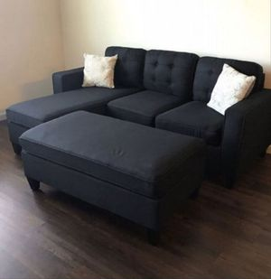 Reversible black sectional sofa includes ottoman for Sale in Los Angeles, CA