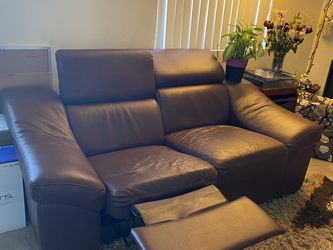 Reclining Love Seat Sofa/couch for Sale in Universal City,  CA