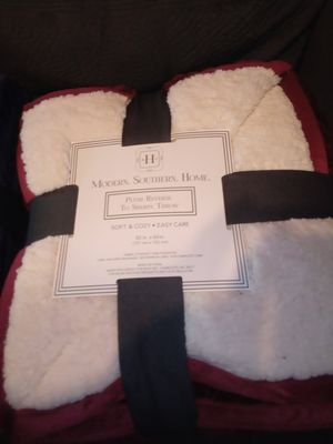 Modern. Southern. Home plush reverse to sherpa throw for Sale in Harvey, IL