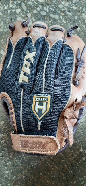 Lefty baseball glove size 11 for Sale in Addison, IL