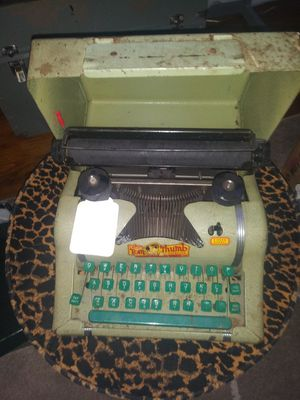 Antique typewriter for Sale in Centerville, OH