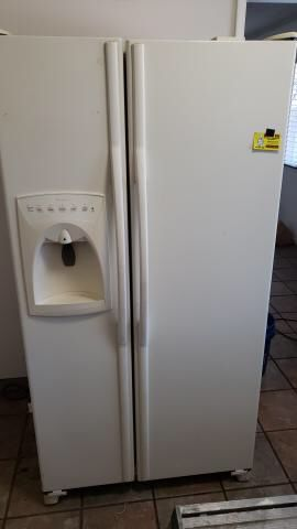 Amana refrigerator for Sale in Dinuba, CA