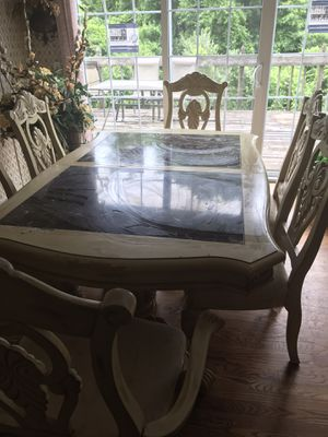 Stunning Dinette Table w/6 chairs for Sale in St. Louis, MO