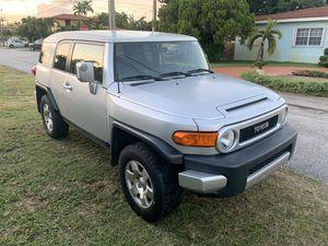 2007 fj cruiser clean title for Sale in Miami, FL