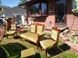 Antique Parlor Set for Sale in Davenport, IA