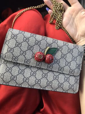 AUTHENTIC GUCCI HAND BAG 400 OBO for Sale in Los Molinos, CA