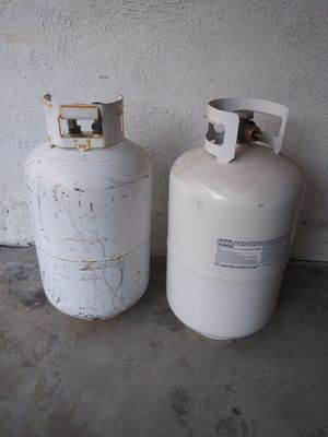2 large propane tanks. 1 is full for Sale in Palos Verdes Estates, CA