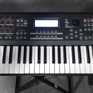 YAMAHA MOX6 61-key Music Production Workstation Synthesizer Keyboard for Sale in Lilburn, GA