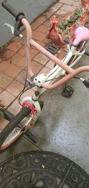 20 inch girls bike used rides really good with no issues ........LOCATED ON KROME AND SW 200ST.... for Sale in Homestead, FL