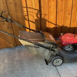 Honda HRR216 Harmony II Lawn Mower with the Quadra Cut System for Sale in Livermore, CA