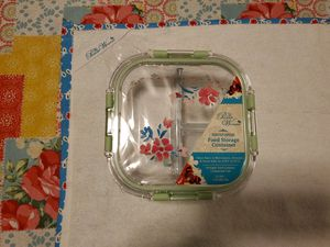 """New Pioneer Woman """"GORGEOUS GARDEN"""" Glass Food Storage Container W/Lid 23 OZ. for Sale in Renton, WA"""