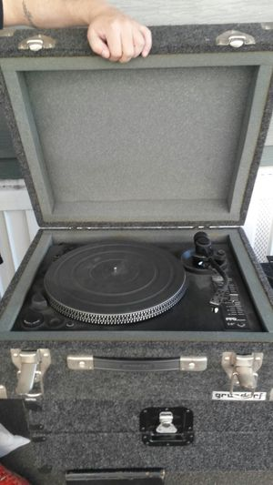 2 turntables w/cases for Sale in San Jose, CA