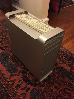 Mac Pro and Monitor + Software for Sale in Chicago, IL