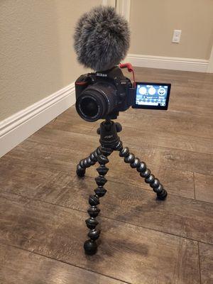 Nikon D5500 VLOG Rig! + EXTRAS!! for Sale in North Las Vegas, NV