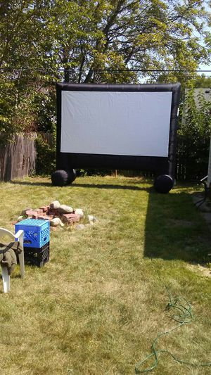17 feet projector blow up screen this does not come with the projector anymore this is just the screen that's why I lowered the price for Sale in Detroit, MI