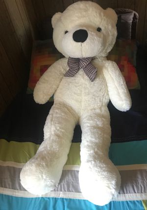 Giant Teddy bear doll, color white, 47inch New for Sale in Simi Valley, CA