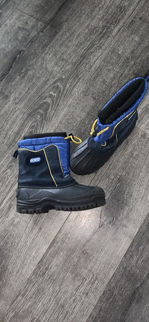 Snow Boots Boys Kids Size 4 for Sale in Torrance, CA