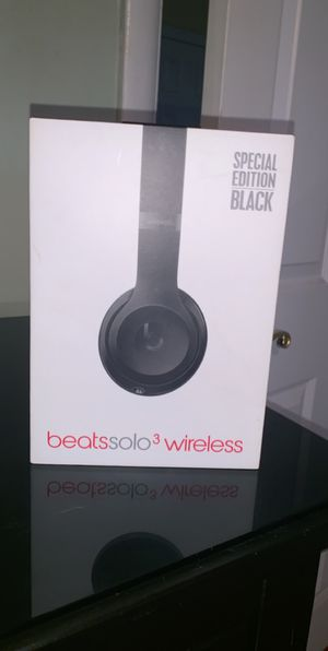 Beats solo 3 wireless . Great condition . With charger and box.200$ for Sale in Philadelphia, PA