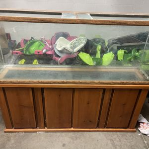 Fish Tank And Stand for Sale in Bayonet Point, FL