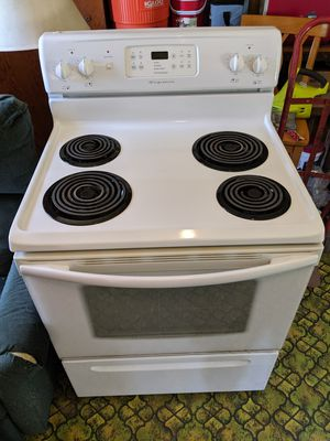 4 burner Frigidaire electric oven for Sale in Spring Mills, PA