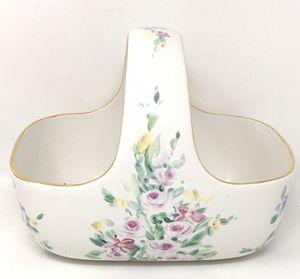 VINTAGE TELEFLORA CERAMIC BASKET WHITE WITH PASTEL COLOR FLOWERS GOLD TRIM for Sale in Seffner, FL