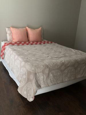 Queen bed matress box spring and bottom frame for Sale in Zephyrhills, FL