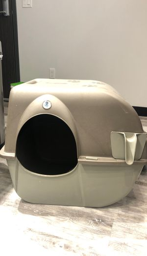 Omega Paw Self Cleaning cat litter box for Sale in Portland, OR